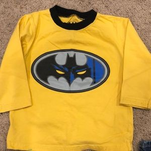 2T BOYS BATMAN SHIRT LIKE NEW